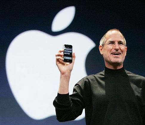 steve-jobs-with-iphone.jpg